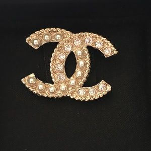 Authentic BNIB CHANEL small brooch